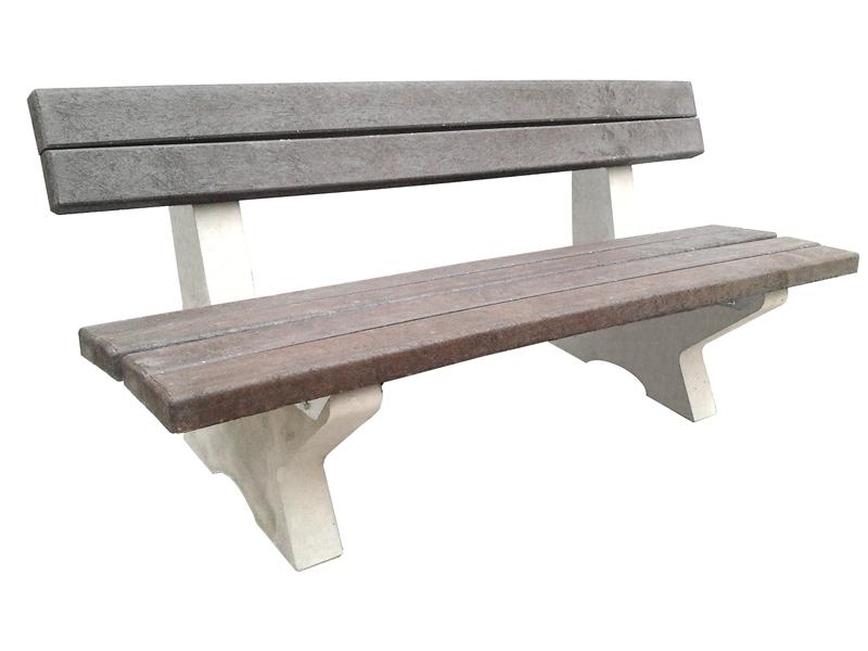 Betonová lavička s plastovými prkny